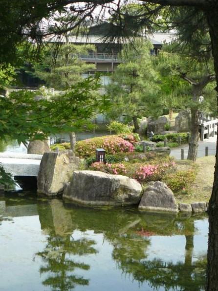 Nagoya: Tokugawaen garden next to our apartment. 滞在先に近い徳川園にて