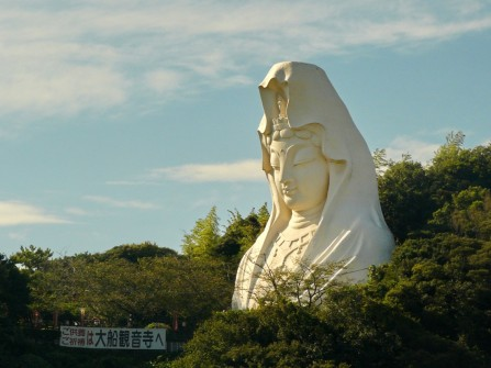 KAMAKURA: The always impressive huge Kwan Yin in Ofuna